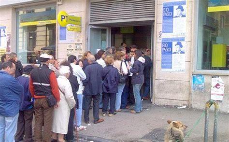 ufficio postale potenza il quot codista quot colui fa la fila al tuo posto ecco il