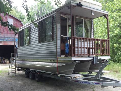 houseboats for sale best 25 houseboat sales ideas on pinterest pontoon
