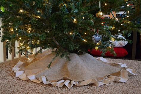 10 interesting ways to make burlap christmas tree skirt