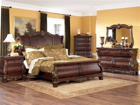 Bedroom Furniture Classic Warm Brown Finish 6pc Classic Bedroom Set W Optional Armoire