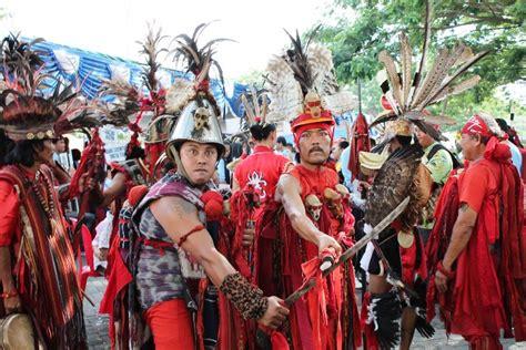 Baju Perang Dayak lindungi adat dan budaya ormas lmi meminta dprd sulut keluarkan perda gapura news