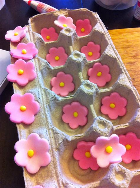 Cake Decorating Fondant Flowers by Simple Fondant Flowers Fondant Cake Images