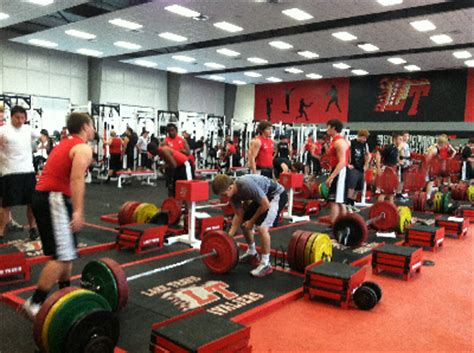 lake travis weight room cavaliers eye sixth title despite move to 5a lone gridiron