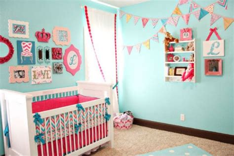 tori spelling s chic and elevated nursery for beau chambre b 233 b 233 bleue aqua