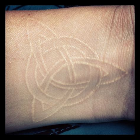 tattoos that look like scars 25 best ideas about celtic knot on