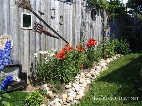 Patio Wall Hangings 25 Creative Ideas For Garden Fences Empress Of Dirt