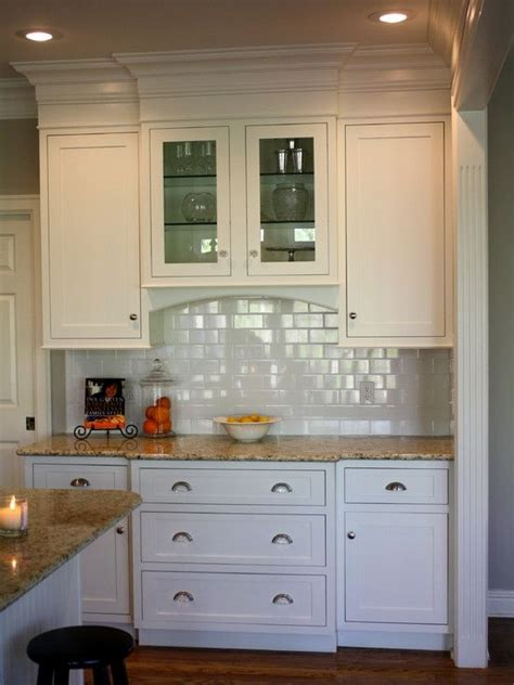 kitchen cabinet top molding crown molding at the top of the upper kitchen cabinets to