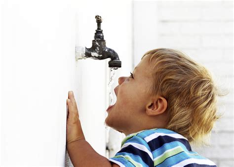 water for children the washdown on why children should drink water the