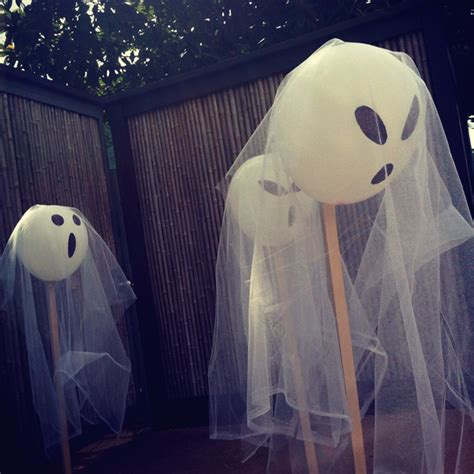 how to make balloon ghost halloween ceiling decorations ehow last minute diy guide for halloween decorating building