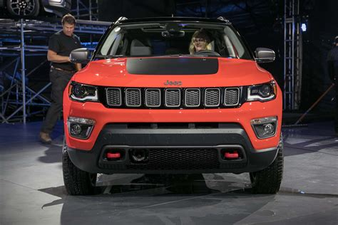 trailhawk jeep compass 6 different ways you can configure the 2017 jeep compass