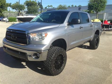 purchase used toyota tundra crew max sr5 4x4 2010 with lift kit wheels super clean 28000mile
