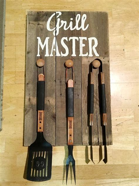 painting pallet tips and ideas 25 best ideas about pallet projects signs on