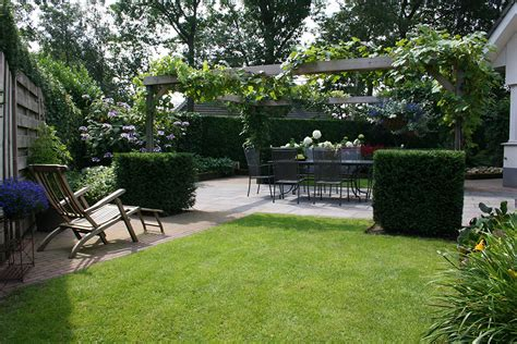Tuin Met Pergola by Romantische Tuin Met Grote Pergola En Meerdere Terrassen