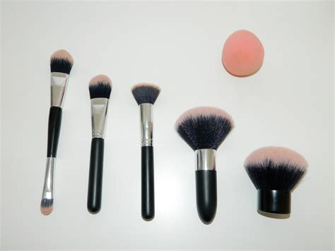 Line Make Up Brush reviews with primark make up brush review