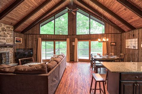 Pocono Cabin Rentals With Tubs by New Pocono Mnts Chalet Cabin Lake Wallenpaupack Tub