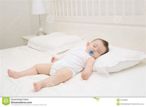 baby sleeping bed sleeping baby royalty free stock images image 31753389