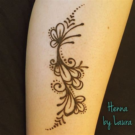 famous henna tattoo artist easy henna flower design on the calf created by denver
