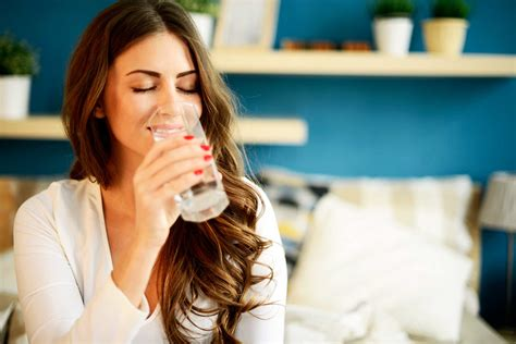 how to get your to drink water why drink water benefits of hydration reader s digest