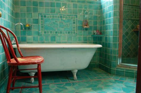 Salle de bain avec carrelage turquoise   Archzine.fr