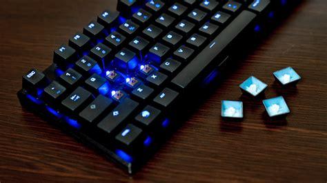 Minimalist Desk review roccat suora keyboard unlocked