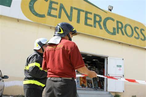lavoro porto empedocle cede il tetto supermercato muore operaio a porto