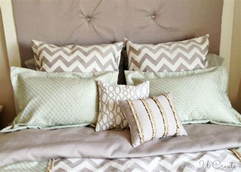 bed with a lot of pillows lots of pillows for the bed sewing pinterest