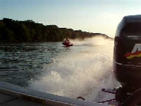 fast bass boat videos fast bass boati llinois river runners beat jet skis in