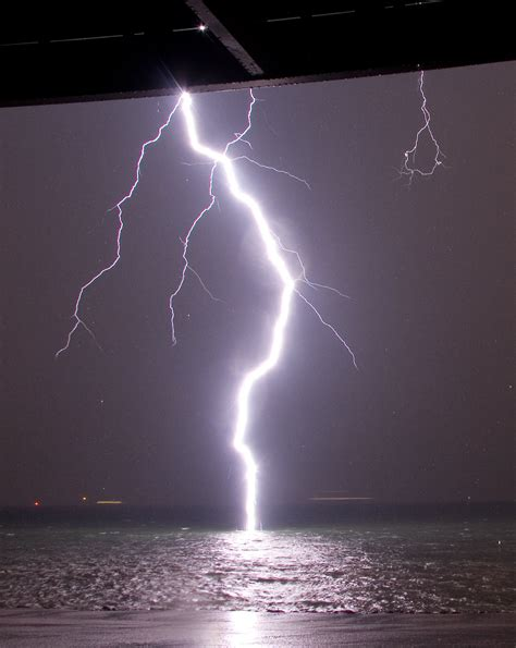 Lightning Light A Lightning Bolt Hits Water So You Can See Its