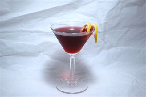 martini pomegranate the super drink the pomegranate martini savoryreviews