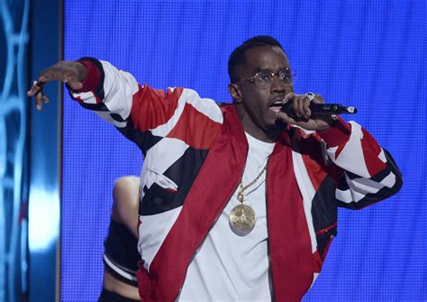 BET Awards 2015: P Diddy falling on stage, Janet Jackson ... P Diddy Song 2015