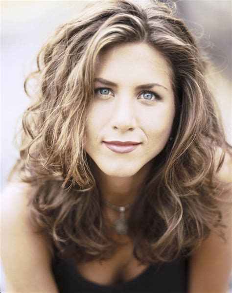 rachel greene wavy hair jennifer aniston s hairstyles hair evolution today com
