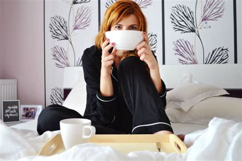 drinking green tea before bed benefits of drinking tea before bed