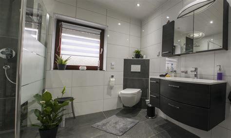 badezimmer badezimmer schwarz wei 223 gefliest badezimmer - Badezimmer Fliesen Grau Weiß