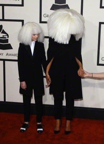 maddie ziegler grammys maddie ziegler and sia at the grammy awards red carpet