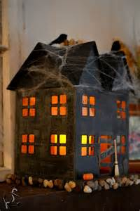 Spooky House Decorations For Halloween Best 20 Haunted House Decorations Ideas On Pinterest