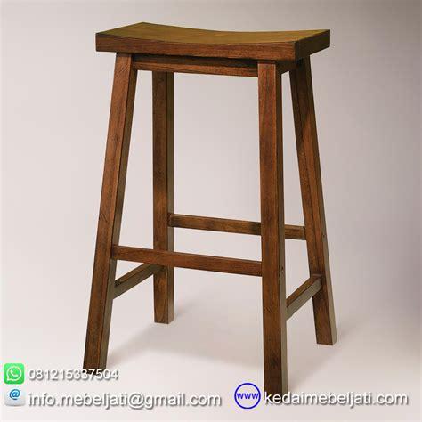 Kursi Kayu Bar kursi bar dari kayu tanpa sandaran dengan model minimalis
