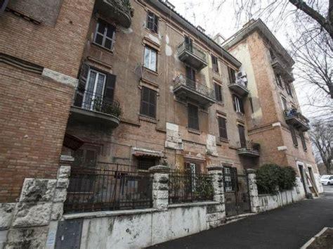 vendite ater roma popolari roma ater vende 8 400 immobili per sanare
