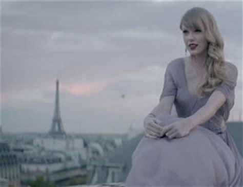 taylor swift dress lyric video taylor swift begin again video taylor wears lavender