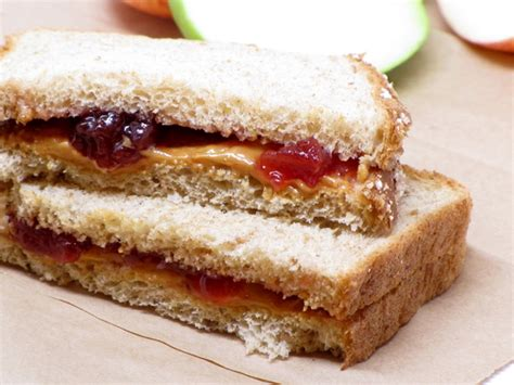 peanut butter and jelly sandwich 400 calories or less