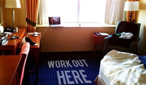 Hotel Room Ab Workout by Working Out While Traveling Hotels P90x Insanity Oh