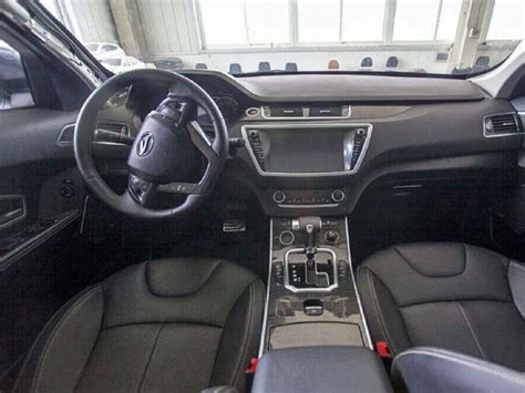 land wind interior land wind x7 la brutta copia della range rover evoque