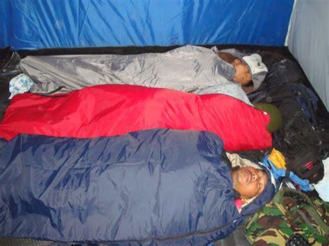 Kaos Outdoor Gunung Eiger cara mengatasi hipotermia saat mendaki gunung