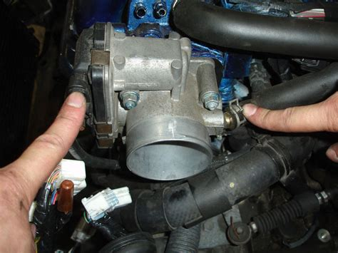 remove from a the throttle body of a 1999 lincoln navigator to change plugs how to remove engine from car smaay way by smaay toyota celica t230 diy