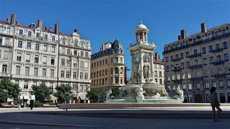 the place place des jacobins