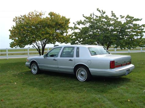 how do i learn about cars 1996 lincoln mark viii security system file 1996 lincoln town 2 jpg wikimedia commons