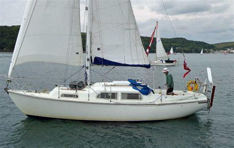 cabin boats under 30 feet popular cruiser yachts under 30 feet 9 1m long overall