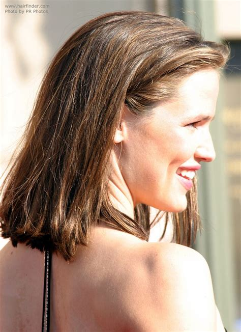easy taking care of hair style jennifer garner s easy to take care of shoulder long hairstyle
