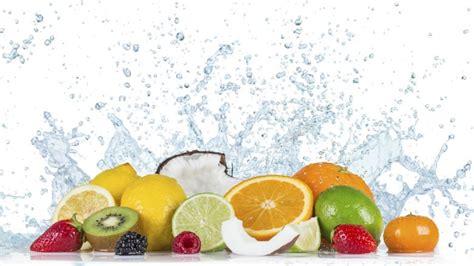 bicchieri d acqua al giorno tre bicchieri d acqua al giorno per eliminare calorie