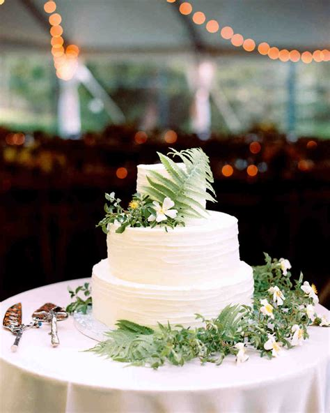 Wedding Cake With Pictures On It by Wedding Cakes That Are Almost Pretty To Eat