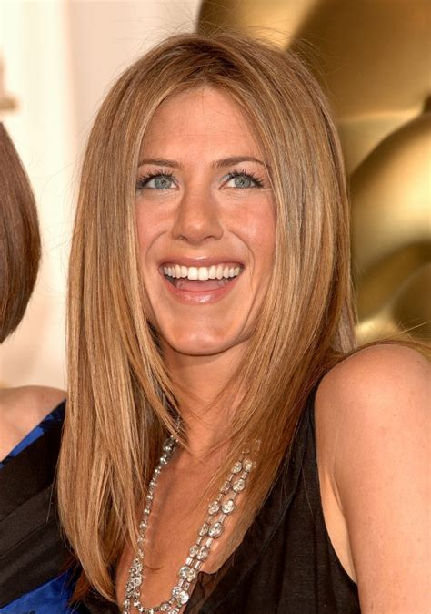 19 stages of Jennifer Aniston's famous hair throughout the